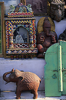 Asie/Inde/Rajasthan/Udaipur: Marché Bara Bazar - Détail boutique antiquaire
