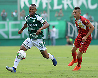 PALMIRA - COLOMBIA, 27-04-2019: Andres Balanta del Cali disputa el balón con David Contreras de Rionegro durante partido por la fecha 18 de la Liga Águila I 2019 entre Deportivo Cali y Rionegro Águilas jugado en el estadio Deportivo Cali de la ciudad de Palmira. / Andres Balanta of Cali vies for the ball with David Contreras of Rionegro during match for the date 16 as part Aguila League I 2019 between Deportivo Cali and Rionegro Aguilas played at Deportivo Cali stadium in Palmira city.  Photo: VizzorImage / Nelson Rios / Cont