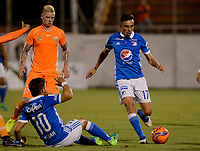 ENVIGADO -COLOMBIA-22-04-2017: George Saunders (Izq) jugador de Envigado FC disputa el balón con Henry Rojas (Der) jugador de Millonarios durante partido por la fecha 14 de la Liga Águila I 2017 realizado en el Polideportivo Sur de la ciudad de Envigado. / George Saunders (L) player of Envigado FC fights for the ball with Henry Rojas (R) player of Millonarios during match for the date 14 of the Aguila League I 2017 played at Polideportivo Sur in Envigado city.  Photo: VizzorImage/ León Monsalve /Cont