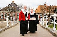 Enkhuizen.  Klederdrachtfestival in het Zuiderzeemuseum. Klederdracht uit Volendam