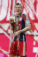 10.05.2014, Allianz Arena, Muenchen, GER, 1. FBL, FC Bayern Muenchen vs VfB Stuttgart, 34. Runde, im Bild Toni Kroos #39 (FC Bayern Muenchen) Bierdusche // during the German Bundesliga 34th round match between FC Bayern Munich and VfB Stuttgart at the Allianz Arena in Muenchen, Germany on 2014/05/10. EXPA Pictures © 2014, PhotoCredit: EXPA/ Eibner-Pressefoto/ Kolbert<br /> <br /> *****ATTENTION - OUT of GER***** <br /> Football Calcio 2013/2014<br /> Bundesliga 2013/2014 Bayern Campione Festeggiamenti <br /> Foto Expa / Insidefoto