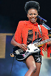 Shingai Shoniwa la chanteuse du groupe de rock anglais The Noisettes et sa guitare basse Fender Jaguar en concert au festival Rock en Seine 2009 / Saint-Cloud / 92 Hauts de Seine / Rég. Ile de France / The Noisettes band on stage at the Rock en Seine music festival of Saint Cloud / France