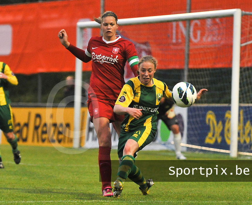 KNVB Beker Finale : ADO Den Haag - FC Twente : Yvette van der Veen aan de bal voor Anouk Dekker<br /> foto DAVID CATRY / Nikonpro.be