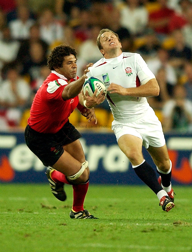 Photo: Richard Lane..England v Wales.  Quarter-Final 2, at the Suncorp Stadium, Brisbane. RWC 2003. 09/11/2003..Mike Catt breaks past Colin Charvis.
