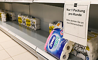 GERMANY, Hamburg, Corona Virus, COVID-19 , scarce good: toilet paper, empty racks / Mangelware Toilettenpapier durch Hamsterkäufe
