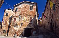 ITA, Italien, Marken, Sarnano:  Dorf mit historischen Ortskern | ITA, Italy, Marche, Sarnano: old village with historic centre