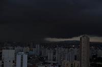 São Paulo (SP) 21/02/2019 - Clima / Nuvens / São Paulo - Nuvens carregadas são vistas na região norte de São Paulo nesta quinta-feira, 21. (Foto: Luiz Guarnieri/Brazil Photo Press)