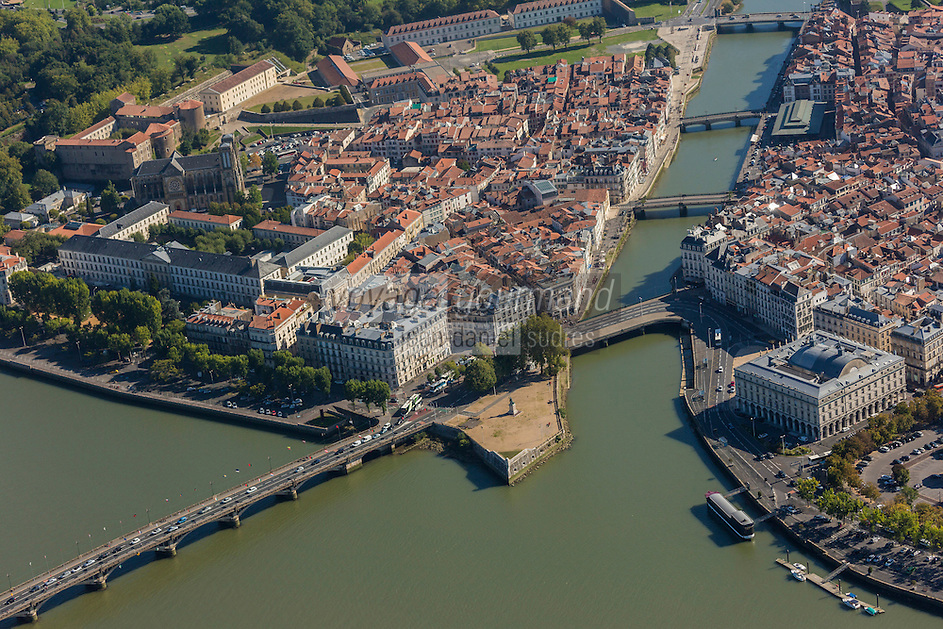 France, Aquitaine, Pyrénées-Atlantiques, Pays Basque, Bayonne: Confluent de l'Adour et de la Nive et hôtel de ville - vue aérienne // France, Pyrenees Atlantiques, Basque Country, Bayonne: Confluence betwenn Adour and Nive  and city hall - Aerial view