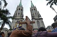 SAO PAULO, SP, 30 DE MAIO DE 2013 - CELEBRACAO CORPUS CHRISTI - Celebração da missa de Corpus Christi, na Praça da Sé, região central da capital, na manhã desta quinta feira, 30.  (FOTO: ALEXANDRE MOREIRA / BRAZIL PHOTO PRESS)