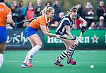 BLOEMENDAAL  - Hockey -  finale KNHB Gold Cup dames, Bloemendaal-HDM . Bloemendaal wint na shoot outs. Fee Schreuder (Bldaal)  met Nina van der Marel (HDM) . COPYRIGHT KOEN SUYK