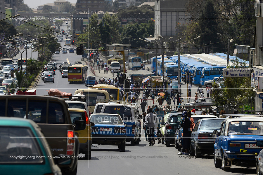 ETHIOPIA, Addis Ababa, traffic at Churchill Road / AETHIOPIEN, Addis Abeba, Verkehr auf der Churchill Road