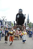 CULTUUR: SINT NICOLAASGA: Allergorische Optocht, DE ZWARTE DOOD,<br /> Buurtvereniging Bouwen Houtring, Uitgebeeld<br /> de grote pestepidemie die er in de 17e eeuw heerste in Nederland, &copy;foto Martin de Jong