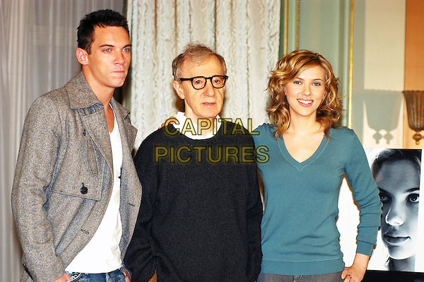 "JONATHAN RHYS MEYERS, WOODY ALLEN & SCARLETT JOHANSSON.Photocall for ""Match Point"" at Hotel Hassler, Rome, Italy.December 21st, 2005.Ref: CAV.half length grey gray blue sweater jacket.www.capitalpictures.com.sales@capitalpictures.com.© Capital Pictures."