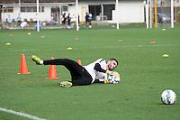 SANTOS, SP, 07.10.2015 - FUTEBOL- SANTOS – Vanderlei, jogador do Santos durante sessão de treinamento no Centro de Treinamento Rei Pelé nesta quarta-feira, 07. (Foto: Flavio Hopp/Brazil Photo Press)