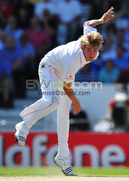 PICTURE BY ALEX BROADWAY/SWPIX.COM - Cricket - The Ashes 2009 4th Test - England v Australia - Headingly, Leeds, England...Copyright - Simon Wilkinson - 07811267706...England's Stuart Broad.