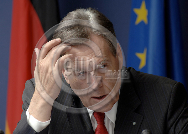 Brussels-Belgium - 13 March 2006---Michael GLOS, German Federal Minister of Economics and Technology, during a press briefing on the EU-'Competitiveness'-Council (Internal Market, Industry and Research)---Photo: Horst Wagner/eup-images
