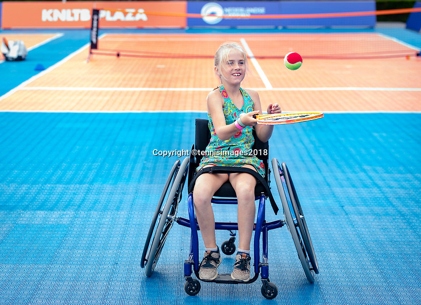 Den Bosch, Netherlands, 16 June, 2018, Tennis, Libema Open, KNLTB Plaza, wheelchair kids<br /> Photo: Henk Koster/tennisimages.com