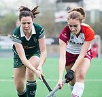 ALMERE - Hockey - Overgangsklasse competitie dames ALMERE- ROTTERDAM (0-0) .  Lisa van Baaren (R'dam) met rechts Anna de Geus (Almere) .  COPYRIGHT KOEN SUYK