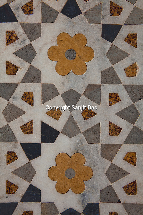 Intricate geometrical designs seen on the walls of the tomb of Itmad -Ud-Daulah - often regarded as the 'jewel box' and popularly called the Baby Taj in Agra, Uttar Pradesh in India. Photo: Sanjit Das/Panos pour Le Point