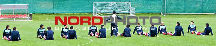 02.06.2010, Fussballstadion, Neustift, AUT, FIFA Worldcup Vorbereitung, Training Sued Korea, im Bild die S&uuml;d Koreanische Nationalmannschaft bei Dehnungs&uuml;bungen.  Foto: nph /  J. Groder *** Local Caption *** Fotos sind ohne vorherigen schriftliche Zustimmung ausschliesslich f&uuml;r redaktionelle Publikationszwecke zu verwenden.<br /> <br /> Auf Anfrage in hoeherer Qualitaet/Aufloesung