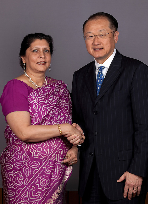 13 March 2013, New Delhi, India: President of the World Bank, Mr Jim Yong Kim  shakes hands with  Lillian Agnes Krishen of the World Bank staff congratulating her for twenty years of service with the Bank. Mr.Kim is visiting India  for meetings with local staff, Indian Government Ministers and to inspect projects sponsored by World Bank in regional areas. Picture by Graham Crouch/World Bank