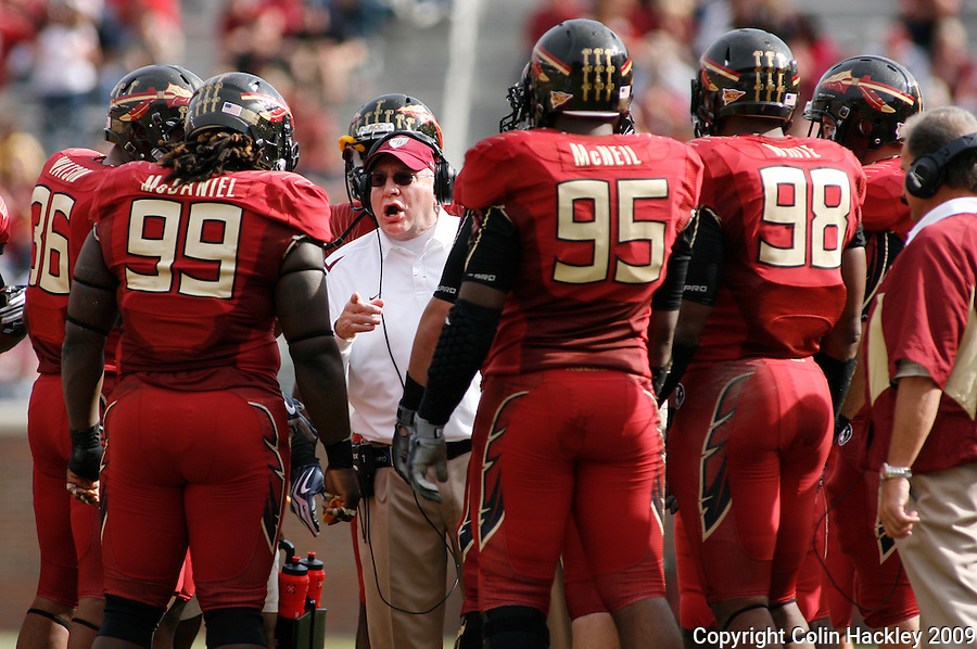 TALLAHASSEE, FL 11/21/09-FSU-MARY FB09 CH57-Florida State Defensive Coordinator Mickey Andrews, center, instructs his squad against Maryland during second half action Saturday at Doak Campbell Stadium in Tallahassee. The Seminoles beat the Terrapins 29-26..COLIN HACKLEY PHOTO