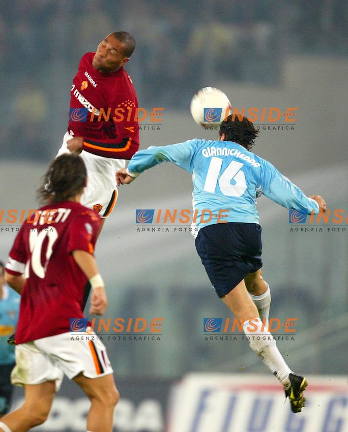 Roma 9/11/2003 <br /> Roma Lazio 2-0 <br /> John Carew (Roma) e Giuliano Giannichedda (Lazio)<br /> Foto Andrea Staccioli Insidefoto