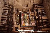 Sipan, Peru. Pre-Inca burial of El Hombre de Sipan with burial goods and acolytes.