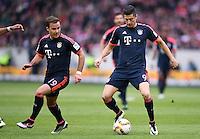 Fussball  1. Bundesliga  Saison 2015/2016  29. Spieltag  VfB Stuttgart  - FC Bayern Muenchen    09.04.2016 Robert Lewandowski (re, FC Bayern Muenchen) mit Ball und Mario Goetze (FC Bayern Muenchen)