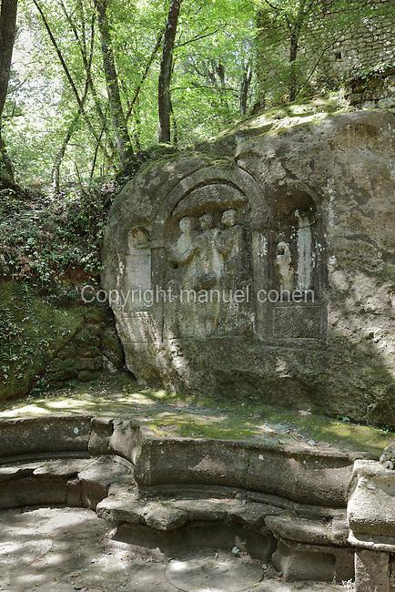 Three Graces, Nymphaeum, Garden of Bomarzo, Bomarzo, Lazio, Italy ...