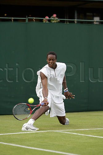 20 June 2005: French player Gael Monfils (FRA) in action against Okun during the first round of the men's singles at Wimbledon. Monfils won 3-6 6-4 6-4 7-6 (16-14) Photo: Steve Bardens/Actionplus....050620 tennis championships  player men men's mens day one 1.