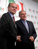 Il Procuratore Nazionale Antimafia Pietro Grasso stringe la mano al leader del Partito Democratico Pierluigi Bersani, a sinistra, prima di una conferenza stampa per annunciare la sua candidatura alle prossime elezioni politiche, a Roma, 28 dicembre 2012..Italian national anti-mafia prosecutor Pietro Grasso shakes hands with Democratic Party's leader Pierluigi Bersani, left, before a press conference in Rome, 28 December 2012. Grasso, who has resigned from his charge, announced his candidacy for the Democratic Party in the next general elections scheduled for Feruary 2013..UPDATE IMAGES PRESS/Isabella Bonotto