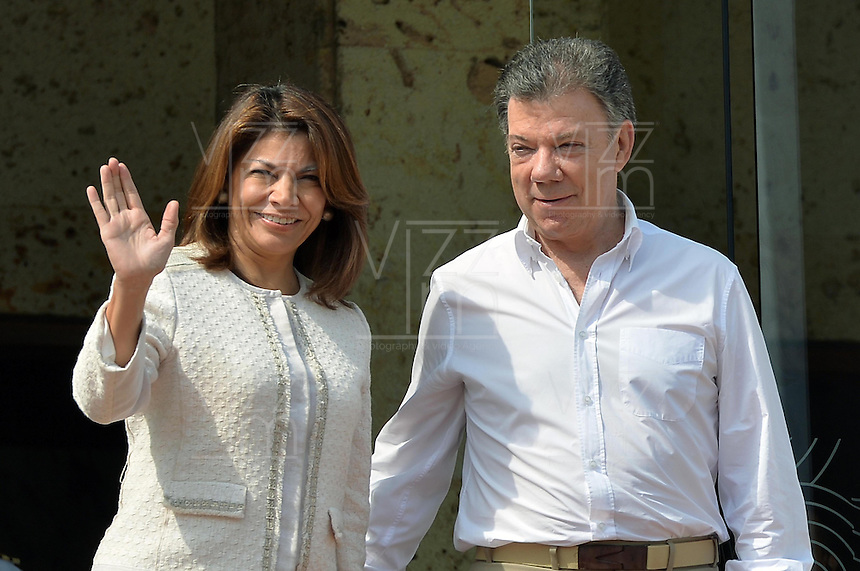 CARTAGENA - COLOMBIA, 10-02-2014  Ángela Chichilla (Izq) presidenta de Costa Rica y Juan Manuel Santos (Der) presidente de Colombia saludan durante  la VIII Cumbre de la Alianza del Pacífico, que se desarrolla en el Centro de Convenciones de Cartagena./ Angela Chinchilla (L) president of Costa Rica and Juan Manuel Santos (R) president of Colombia greet during the VIII Summit Alianza del Pacifico at convention center in Cartagena, Colombia. Photo: VizzorImage /  Javier Casella - SIG / HANDOUT PICTURE; MANDATORY EDITORIAL USE ONLY/