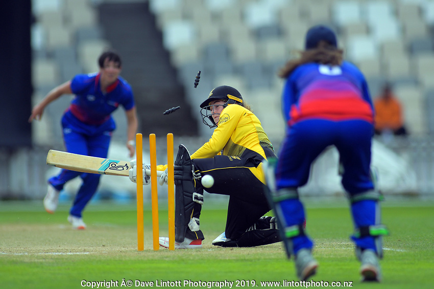 Wellington's Jess McFadyen bats during the women's Hallyburton Johnstone Shield cricket match between the Wellington Blaze and Auckland Hearts at Basin Reserve in Wellington, New Zealand on Sunday, 17 November 2019. Photo: Dave Lintott / lintottphoto.co.nz