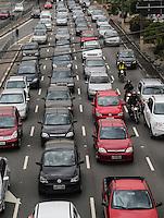 SAO PAULO, SP, 11 DE JUNHO 2013 - TRASITO SAO PAULO - Transito na Av Alcantrara Machado (Radial Leste) na altura do Rua dos Trilhos bairro da Mooca na regiao leste da cidade de Sao Paulo tarde desta terça-feira, 11.FOTO: VANESSA CARVALHO - BRAZIL PHOTO PRESS.
