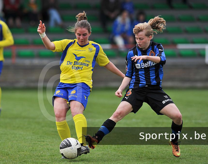 Club Brugge Dames - STVV Sint Truidense VV : Marlies Verbruggen in duel met Yana Haesebroek (r).foto DAVID CATRY / Nikonpro.be
