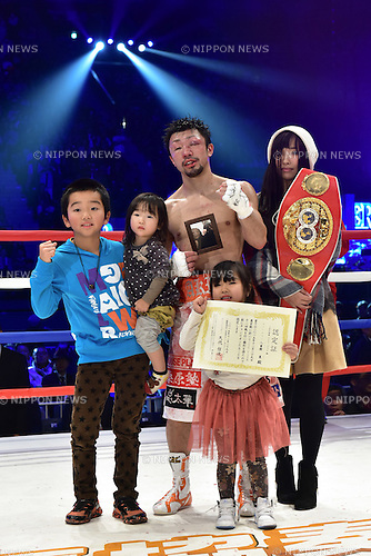 Akira Yaegashi (JPN),<br /> DECEMBER 29, 2015 - Boxing :<br /> Akira Yaegashi of Japan with his wife Aya, his son Keitaro and his daughters Shinobu and Hitoe after winning the IBF light flyweight title bout at Ariake Colosseum in Tokyo, Japan. (Photo by Hiroaki Yamaguchi/AFLO)Aya Yaegashi, Keitaro Yaegashi, Shinobu Yaegashi, Hitoe Yaegashi