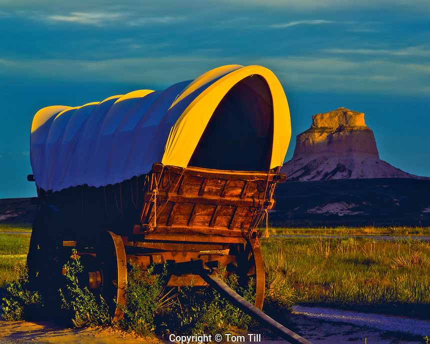 Covered Wagon at Sunset in Summer, Oregon, California & Mormon Pioneer Trails, Scotts Bluff National Monument, Nebraska