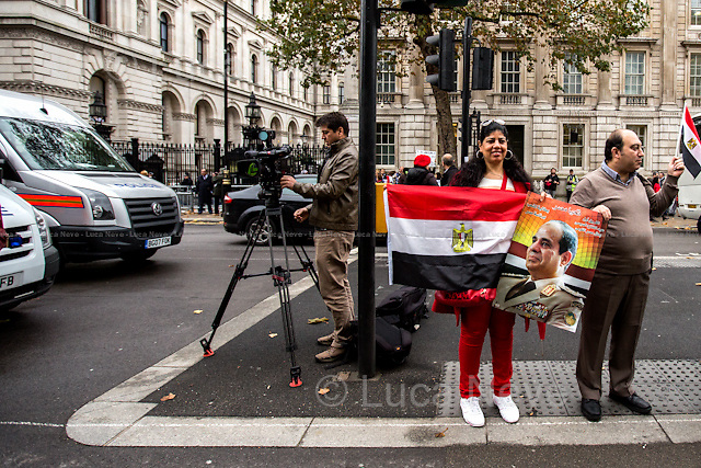 Egyptian people welcoming and supporting the Egyptian President Sisi Visit in London - Pro-Sisi. <br />