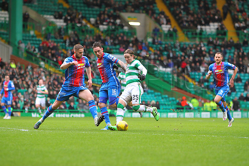 20.02.2016. Celtic Park, Glasgow, Scotland. Scottish Premier League. Celtic versus Inverness CT. Stefan Johansen attempts a shot