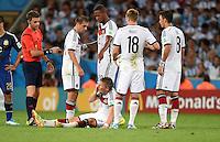 FUSSBALL WM 2014                FINALE Deutschland - Argentinien     13.07.2014 Kaempfer: Bastian Schweinsteiger (am Boden) rappelt sich auf und Spielt weiter. (Philipp Lahm, Jerome Boateng, Toni Kroos und Mesut Oezil (v.l.)