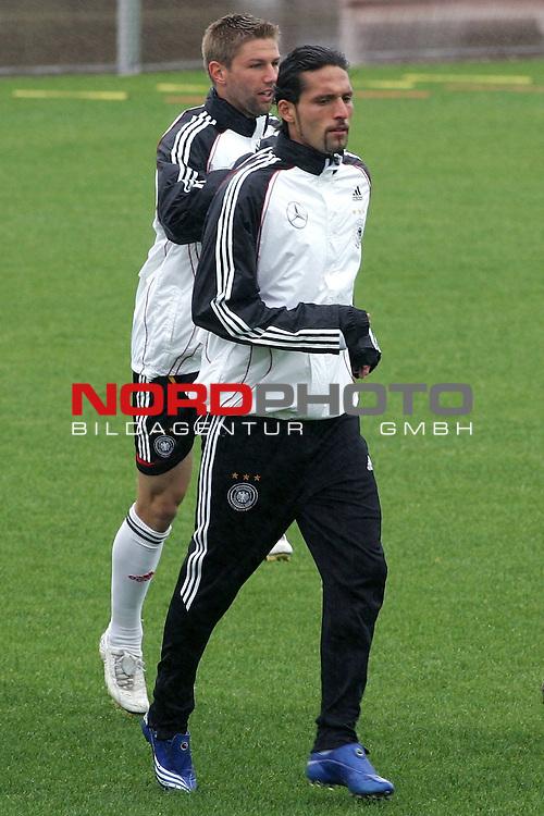 Training Deutsche Nationalmannschaft EM-Qualifikationsspiel Deutschland - San Marino<br /> <br /> Kevin Kuranyi und Thomas Hitzelsperger (li) <br /> <br /> Foto &copy; nph (nordphoto)<br /> <br /> <br /> <br />  *** Local Caption ***