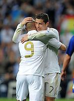 FUSSBALL   CHAMPIONS LEAGUE   SAISON 2011/2012  Achtelfinale Rueckspiel 14.03.2012 Real Madrid  - ZSKA Moskau  Cristiano Ronaldo (re, Real Madrid) umarmt den Torschuetzen zum 2-0 Karim Benzema (Real Madrid)