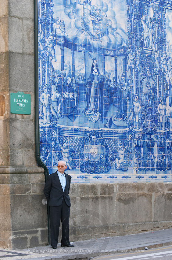 azulejos capela das almas de santa catarina porto portugal