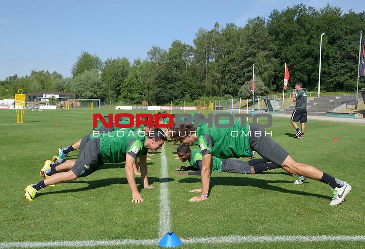 23.07.2013, Sportplatz, Blankenhain, GER, 1.FBL, Trainingslager Werder Bremen 2013, im Bild Die Spieler beim Aufw&radic;&sect;rmen<br /> <br /> Foto &not;&copy; nph / Frisch
