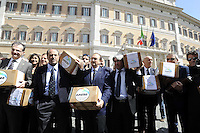 Roma, 14 Maggio 2012.Piazza Montecitorio.L'Italia dei Valori con Antonio Di Pietro  consegna in Parlamento le 200 mila frme per promuovere la legge popolare contro il finanziamento pubblico dei partiti