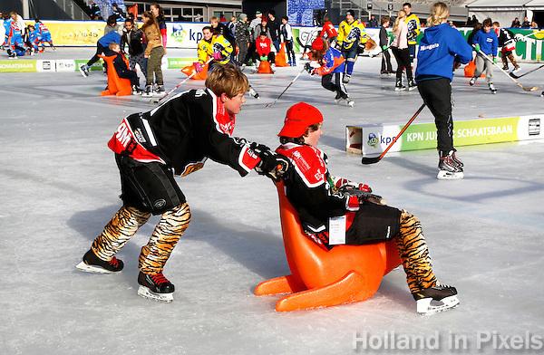 De Coolste Baan van Nederland. Tijdelijke IJsbaan in het Olympisch Stadion in Amsterdam. Nationale IJstijd Winterspelen voor de jeugd