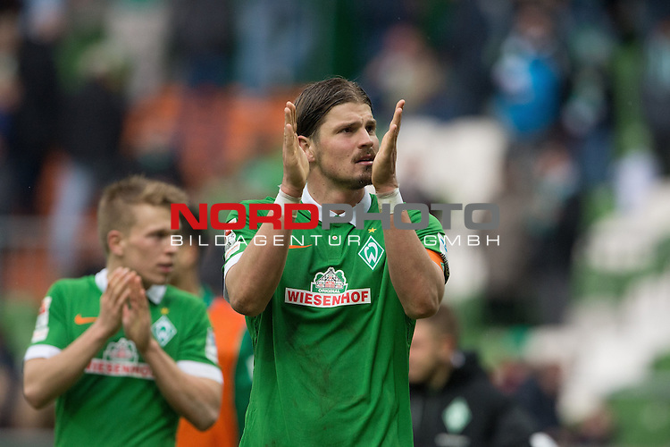 04.04.2015, Weser Stadion, Bremen, GER, 1.FBL. Werder Bremen vs 1. FSV Mainz 05, im Bild<br /> <br /> <br /> dank an die Fans <br /> Sebastian Pr&ouml;dl / Proedl (Bremen #15)<br /> <br /> Foto &copy; nordphoto / Kokenge