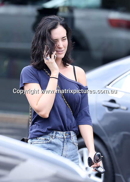 12 FEBRUARY 2018 SYDNEY AUSTRALIA<br /> WWW.MATRIXPICTURES.COM.AU<br /> <br /> EXCLUSIVE PICTURES <br /> <br /> Sarah Budge pictured shopping Double Bay. <br /> <br /> Note: All editorial images subject to the following: For editorial use only. Additional clearance required for commercial, wireless, internet or promotional use.Images may not be altered or modified. Matrix Media Group makes no representations or warranties regarding names, trademarks or logos appearing in the images.