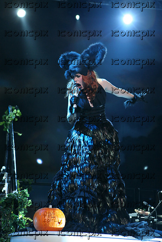 Paloma Faith performing live at the Apollo Manchester UK - 31 Oct 2010.  Photo credit: Tony Woolliscroft/IconicPix